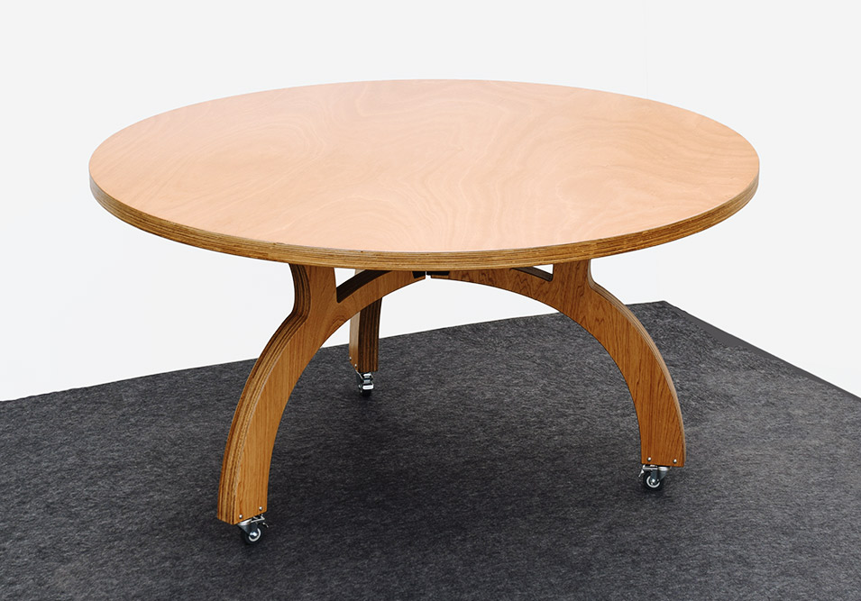 Columbia table by Broderix
